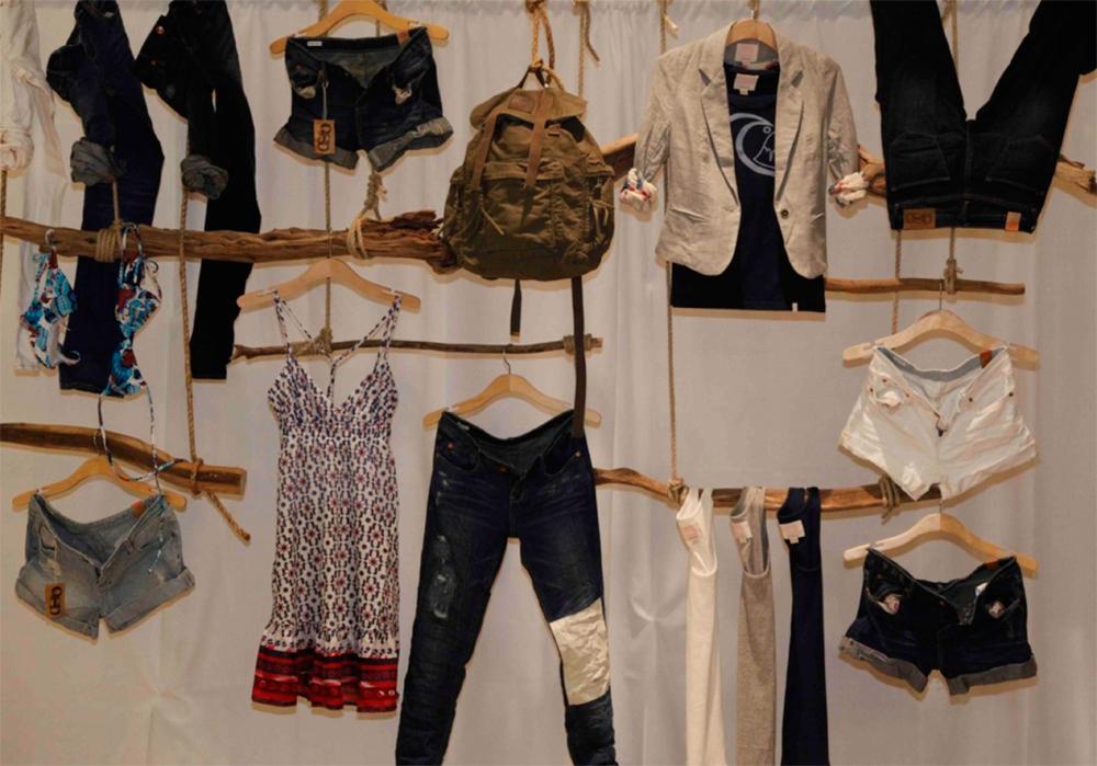 Photographs quicksilver clothing store - delauto91.com