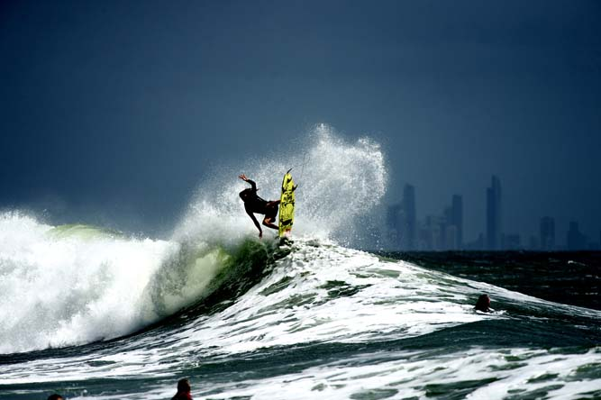 Not often you see a photo of snapper with Surfers Paradise in the back ground. Ando throwing one up again.