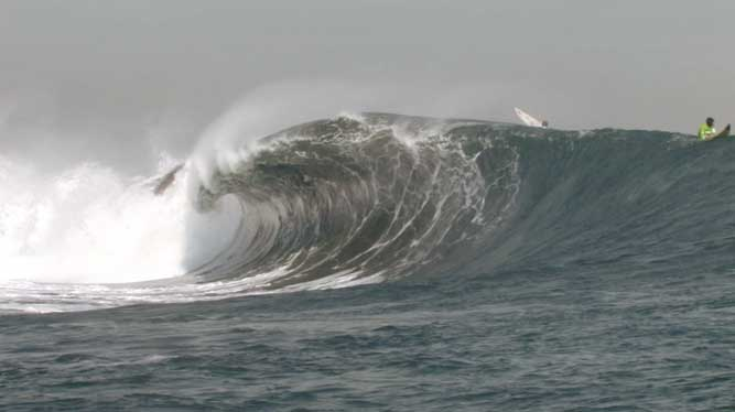 Punta de Lobos is barrel section is serious. Any takers?