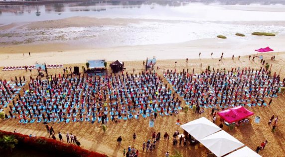 Celebrating 25 Years of ROXY at #RUNSUPYOGA Hossegor