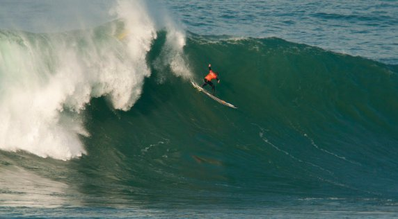 Natxo González Wins La Vaca Gigante Big Wave Contest