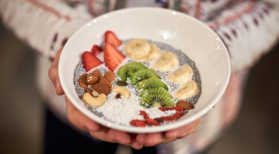 Kick Start Your Week With This Delicious Chia Bowl Recipe