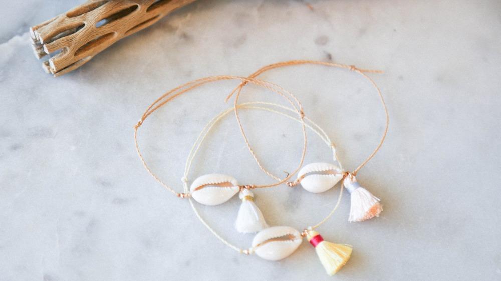 50-70% de réduction code de promo style top DIY: Cowrie Shell Wish Bracelets   Billabong